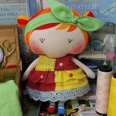 A boneca mais sapeca na versão Tilda Toy  . Pedidos (81) 98824-4076 . #bonecaemilia #bonecadepano #tildatoy #feitocomcarinho