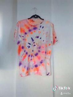 Tie diy custom T-shirt  | 1000 Ty Dye Shirts, Diy Tie Dye Shirts, T Shirt Diy, Camisa Tie Dye, Tie Dye Tutorial, Diy Clothes Tops, Tie Day, Textile Dyeing, Tie Dye Crafts