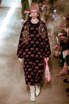 Gucci Resort 2019 Arles Collection - Vogue Новые Тенденции Моды, Подиумная  Мода, Модные Наряды 8cc6e65df8a