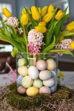 Easter Table, Easter Party, Easter Eggs, Easter Bunny, Diy Osterschmuck, Easy Diy, Easter Flower Arrangements, Easter Flowers, Tulips Flowers