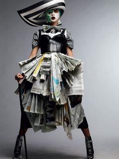 Black and White Avant-garde ~ Cara Delevigne - Vogue gioiello marzo 2011 Paper Fashion, Fashion Art, High Fashion, Fashion Design, Dress Fashion, Circus Fashion, Feminine Fashion, Fashion Ideas, Fashion Trends