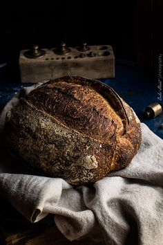 A well baked sourdough loaf Easy Bread Recipes, Quick Bread, How To Make Bread, Food Photography Styling, Food Styling, My Daily Bread, Spoon Bread, Sweet Bakery, Food Staples