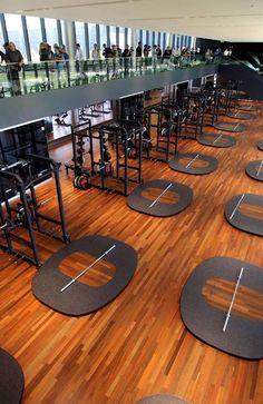 Oregon University - Ya so it's not a garage gym, but it's really badass and worth sharing Home Gym Design, Spa Design, Luxury Gym, Modern Luxury, Powerlifting Gym, Dream Gym, Gym Images, Crossfit Box, Gym Interior