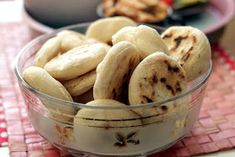 Początkująca pani domu: Bułeczki smażone na patelni. Baking Ingredients, Cookie Dough, Bread, Cookies, Food, Recipe, Cooking Recipes, Koken, Crack Crackers