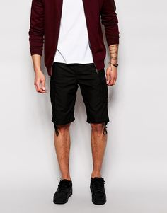 €128, Schwarze Shorts von Diesel. Online-Shop: Asos. Klicken Sie hier für mehr Informationen: https://lookastic.com/men/shop_items/246544/redirect
