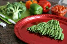 Holiday Vegetable Trays are festive, easy to make, healthy & delicious! Add fun to your Christmas table with one of these great vegetable/ fruit tray ideas. Christmas Eve Appetizers, Christmas Party Food, Homemade Christmas, Christmas Ideas, Christmas Gifts, Christmas Ornaments, Christmas Tree Veggie Tray, Vegetable Platters, Easy Family Meals