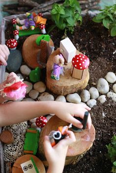 "It could be called a large fairy garden but I love calling it the ""Living"" dollhouse because I put dollhouse dolls and furniture in it. Here's how I did it: I used a large box that I cut down to just 6 inches tall. I lined it with a plastic … Large Fairy Garden, Fairy Dust Teaching, Small World Play, Nature Table, Living Dolls, Sensory Bins, Dollhouse Dolls, Fairy Houses, Preschool Activities"