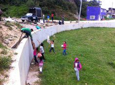 30-03-14 Jornada de limpieza sector los chircales con el apoyo de los niños y padres de familia del sector