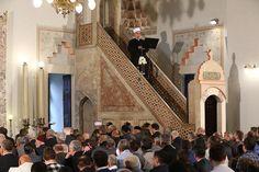Bosna Hersek'te binlerce Müslüman başkent Saraybosna'daki tarihi Gazi Hüsrev Bey Camisi'ni doldurdu. Camide yer bulamayanlar, bayram namazını avluda kıldı.