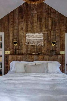 Wooden cottage in the Swedish countryside Dream Bedroom, Home Bedroom, Shabby Chic, Wooden Cottage, Scandi Home, Tadelakt, Scandinavian Interior Design, Inspirational Wall Art, Awesome Bedrooms