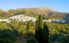 En smuk udsigt over byen Filoti på Naxos i Grækenland. Læs mere om Naxos her: www.apollorejser.dk/rejser/europa/graekenland/naxos