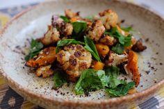 Sumac roasted cauliflower & squash Easy Salads To Make, Nutritional Disorders, Runner Beans, Antioxidant Vitamins, Fat Foods, Roasted Cauliflower, Serving Plates, Tray Bakes, Squash