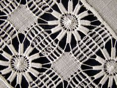 Hardanger Embroidery, Beaded Embroidery, Embroidery Stitches, Drawn Thread, Thread Work, Magic Hands, Lace Knitting Patterns, Parchment Craft, Brazilian Embroidery
