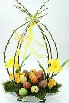 Easter decoration - Decoration Crafts for Easter - Easter arrangement, Easter Bunny and Easter eggs Easter Flower Arrangements, Easter Flowers, Floral Arrangements, Easter Centerpiece, Diy Centerpieces, Diy Flowers, Easter Projects, Easter Crafts, Easter Decor