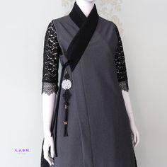 체크콩블랙 천의반비 천의반비 \249,000 (vat273,900)위 사진은 천의무봉원피스에 입은 모습입니다. 그러나... Batik Fashion, Abaya Fashion, Ethnic Fashion, Cute Fashion, Asian Fashion, Muslim Fashion, Fashion Outfits, Korean Traditional Dress, Traditional Dresses