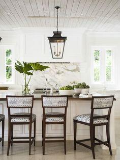 Southern Farmhouse, Farmhouse Design, Kitchen Interior, Kitchen Decor, Kitchen Stools, Kitchen Island, Kitchen Backsplash, Stone Backsplash, Boho Kitchen