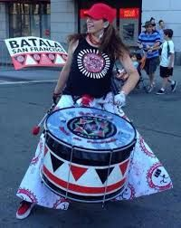Image associée Samba Music, Brazilian Samba, Babe, Costumes, Costume Ideas, Bristol, 1, Instruments, Dress Up Clothes