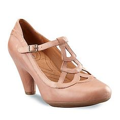 I might have found my wedding shoes.cute AND comfy with a modest heel and a vintage flair! Vintage Style Shoes, Retro Shoes, Cute Boots, Mary Jane Shoes, Crazy Shoes, Comfortable Shoes, Wedding Shoes, Marie, Fashion Shoes