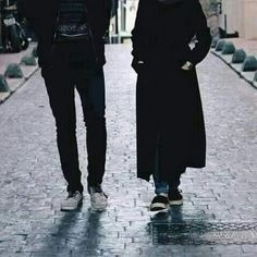 Is The Husband Obliged to Spend on His Wife if She is Working? Modest Fashion Hijab, Casual Hijab Outfit, Muslim Fashion, Couple Hijab, Couple Outfits, Muslim Couple Photography, Cute Couples Photography, Photography Poses, Cute Muslim Couples