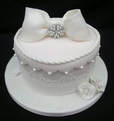 You have to see Hat box with cake lace on Craftsy!