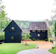 Nothing says bold and modern like black exteriors, and we're taking a close look at our favorites. Design Exterior, Black Exterior, Paint Your House, Cottage Exterior, Up House, The Ranch, Victorian Homes, House Painting, Black House