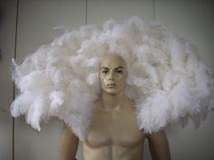 Federkragen aus weißen Straußenfedern. Feder Kostüm, Schulterschmuck vom artisten-shop.de