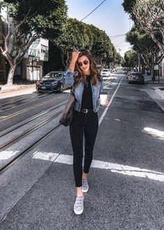 30 Outfits con Tenis para lucir Casual y Juvenil - saloumy mohamed - 30 Outfits, Cute Casual Outfits, Mode Outfits, College Outfits, Spring Outfits, Fashion Outfits, Ladies Fashion, Tennis Outfits, Chic Womens Fashion