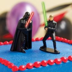 Need to have a Star Wars party... these are so cool! Star Wars Light Up Cake Toppers