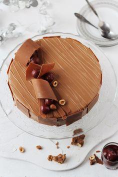 Tort cu mousse de ciocolata si visine/ Chocolate mousse and cherry entremet Elegant Desserts, Fancy Desserts, Sweet Desserts, Just Desserts, Bolo Grande, Decoration Patisserie, Mousse Cake, Choc Mousse, Gourmet Desserts