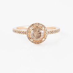 RING, med briljantslipad brun diamant ca 0.80 ct samt små briljantslipade diamanter.  #bukowskis #bukowskismarket #jewellery