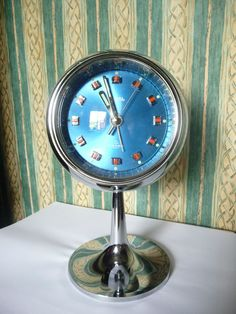 Retro clock Do you remember this? Modern Alarm Clock, Retro Alarm Clock, Vintage Alarm Clocks, Antique Clocks, Old Watches, Pocket Watches, Michael Cunningham, Classic Clocks, Clock Ideas