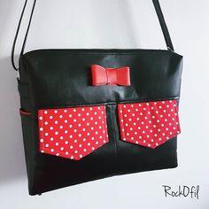 Aurore 😎 Rock O Fil 🤘 sur Instagram: Encore une présentation de sac qui était sous le sapin 🎄à Noël 🎅🎁 Une belle besace personnalisée, noire avec la touche en plus qui en fait…
