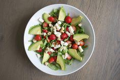 Avocado aardbei salade met mozzarella en hazelnoten Mozzarella, Fruit Salad, Avocado, Food, Salads, Fruit Salads, Lawyer, Essen, Meals