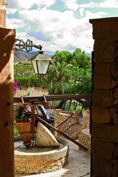 En nuestro #pueblo hay #rincones maravillosos. Aprovecha cuando estés aquí para dar un paseo y descubrirlos. #PuebloAcantilado #PuebloAcantiladoSuites #ElCampello #mifotoacantilada #photo #instamoment #goodweather #buentiempo #primavera #spring #Visitanos #Rincones