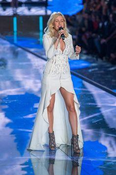 Ellie Goulding - Victoria's Secret Fashion Show 2015