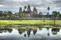 Angkor Wat by Chaluntorn Preeyasombat