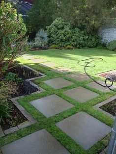 Backyard ideas, create your unique awesome backyard landscaping diy inexpensive on a budget patio – Small backyard ideas for small yards backyard landscaping… Backyard Ideas For Small Yards, Small Backyard Landscaping, Landscaping Tips, Small Patio, Landscaping Borders, Mailbox Landscaping, Florida Landscaping, Sloped Backyard, Hillside Landscaping