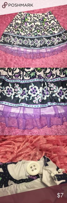 CUTE Gap Skirt in SZ 10, w/Adjst Buttons EUC-Cute Spring/Summer Gap Skirt w/ side zip & elastic waist and adjustable button pull. Sort of a 'Fairy Skirt' that girly girls love. I personally reenforced zipper w/ machine as it seemed unstable. You're all set! Great condition‼️ SZ 10, home care. Please Enjoy 💚💗🌟 GAP Bottoms Skirts