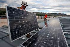 A energia solar fotovoltaica atingiu 1,4% da geração de energia nos Estados Unidos no ano passado. Esse número representa crescimento de 40% em relação aos dados anteriores, que apontavam 1% da geração de eletricidade a partir de fonte solar. Os dados mais recentes foram revelados pelo Departamento de Energia dos EUA, Energy Information Administration (EIA). A energia eólica também apresentou crescimento, de 4,7% em 2015 para 5,5% da matriz energética norte-americana. Somadas, todas as…