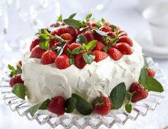 Strawberry cake - 9 x upea täytekakku – Ruoka. Vanilla Sponge Cake, Chocolate Sponge Cake, Chocolate Filling, Food Cakes, Cupcake Cakes, Cupcakes, Strawberry Desserts, Chocolate Strawberries, Strawberry Sponge Cake