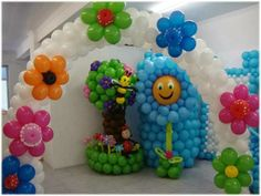 Balloon decoration for a Baby Shower Balloon Tower, Balloon Display, Love Balloon, Balloon Columns, Balloon Arch, Balloon Centerpieces, Centerpiece Decorations, Balloon Decorations, Balloon Ideas