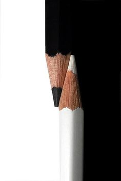 This is contrast. You can see the contrast in the white and black colored pencils. Abstract Photography, Creative Photography, Contrast Photography, Shape Photography, Simplicity Photography, Conceptual Photography, Fotografia Macro, Black N White, Black White Photos