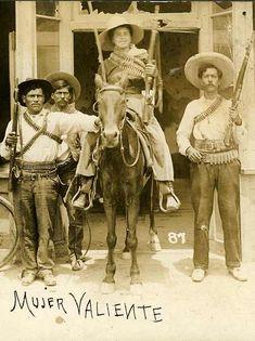 Mujer valiente de la Revolucion Mexicana.