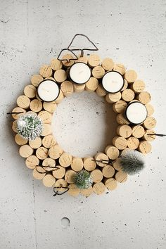 Do it yourself: Adventskranz mit Korken selbst basteln DIY Advent wreath of corks? That fits! Advent Wreath Candles, Christmas Advent Wreath, Noel Christmas, Christmas Crafts, Christmas Decorations, Xmas, Wreath Crafts, Diy Wreath, Cork Wreath