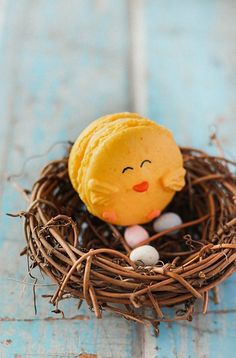 Pin for Later: 11 Macaron Recipes All but Guaranteed to Make You Crack a Smile Chick Macarons For an ambitious Easter baking project, try your hand at these adorable chick macarons.