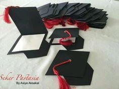 Check out the various options to make beautiful graduation invitations so simple that you can easily create them … - Decoration For Home Graduation Cards Handmade, Graduation Crafts, Graduation Decorations, Grad Gifts, Graduation Invitations College, College Graduation, Tarjetas Diy, Grad Parties, Creations