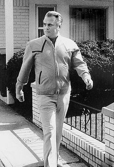 His taste for expensive suits that earned John Gotti the nickname of The Dapper Don. But even he turned to a more casual appearance that was aped on TV by mobsters in The Sopranos. He is seen here taking a stroll from his house in Howard Beach, Queens. Real Gangster, Mafia Gangster, Gangster Party, Expensive Suits, Mafia Crime, Mob Wives, Dallas, New York Daily News, Neutral