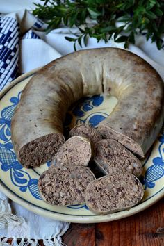 Cookbook Recipes, My Recipes, Cooking Recipes, Romania Food, Charcuterie, How To Make Sausage, Hungarian Recipes, Smoking Meat, Sausage Recipes