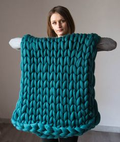 Chunky knit Blanket. Knitted blanket. Merino Wool Blanket. . Extreme Knitting, green blanket