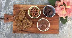 I stedet for den meget syndige købevariant, kan man heldigvis lave en hjemmelavet nutella, som tilnærmelsesvis kan kaldes sund. Se hvordan i videoen her!